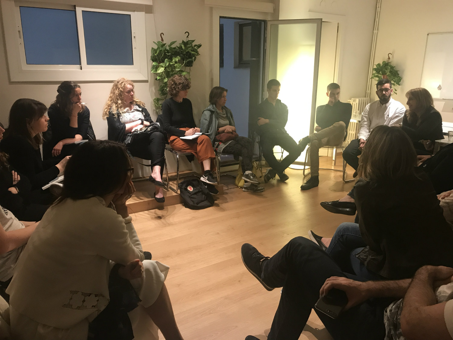 AllWomen - people in a circle talking about blockchain